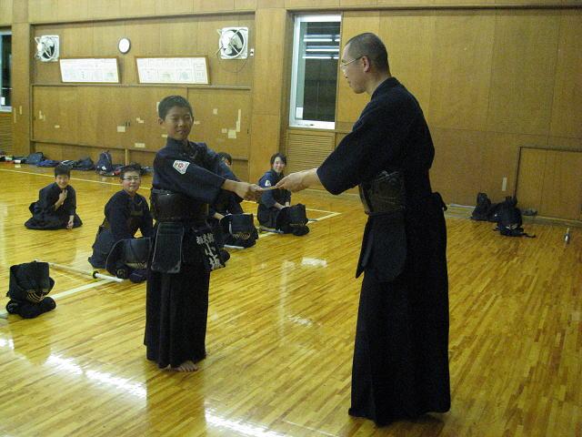 小坂鉄兵選手(矢吹小5年)に激励金進呈
